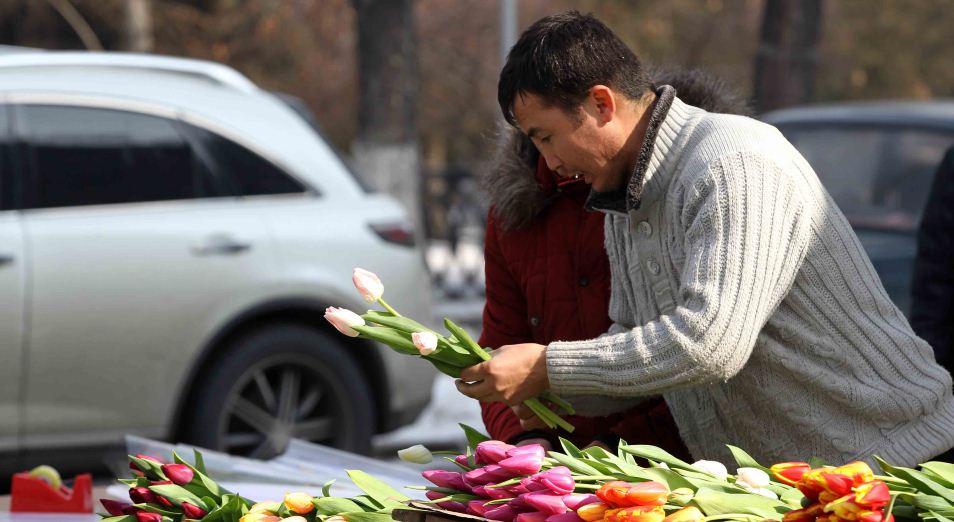 Казахстанцы к 8 марта раскупали эмоции