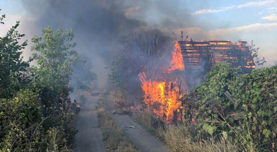 Пожар на дачах под Темиртау едва не остановил арселоровский меткомбинат