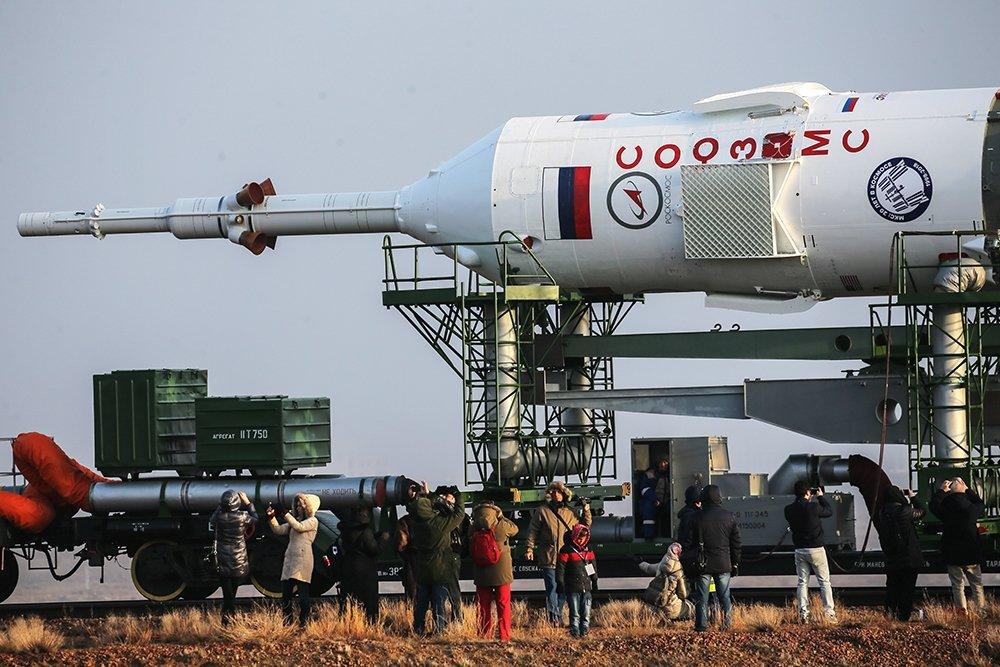 Российские машины-амфибии выдвинулись в район предполагаемой посадки «Союза» в Казахстане