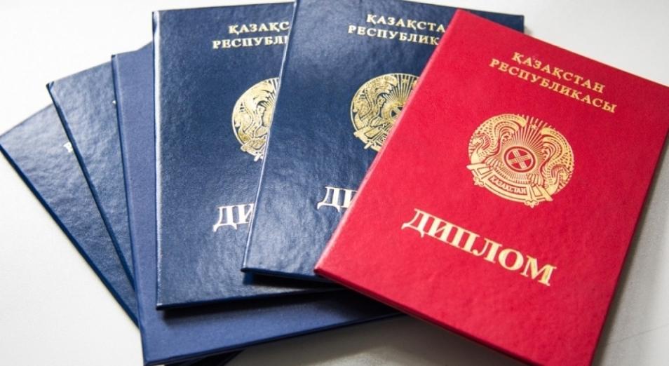 Чиновников с фальшивыми дипломами уволят с государственной службы