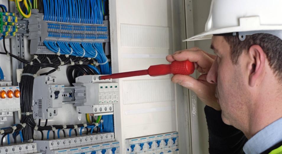 В Павлодаре акимат пытается разорвать трехлетний договор на обслуживание коммунальных сетей