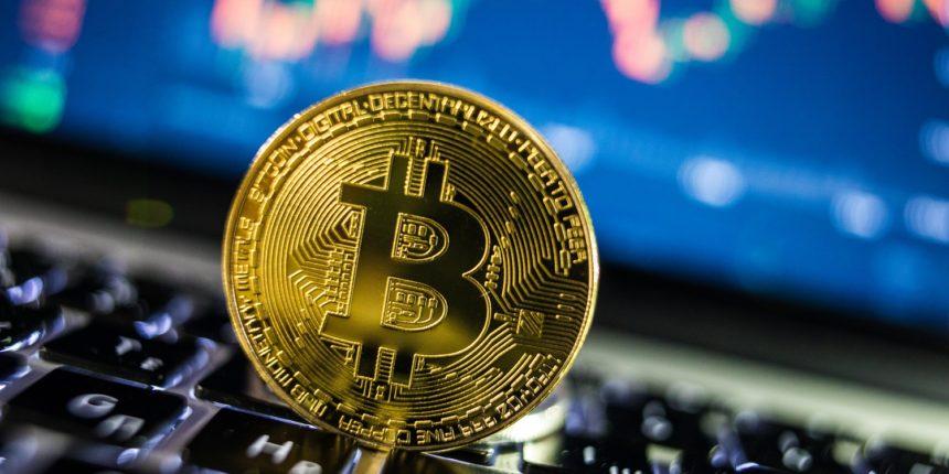 Курс биткоина снизился до $7,15 тыс.