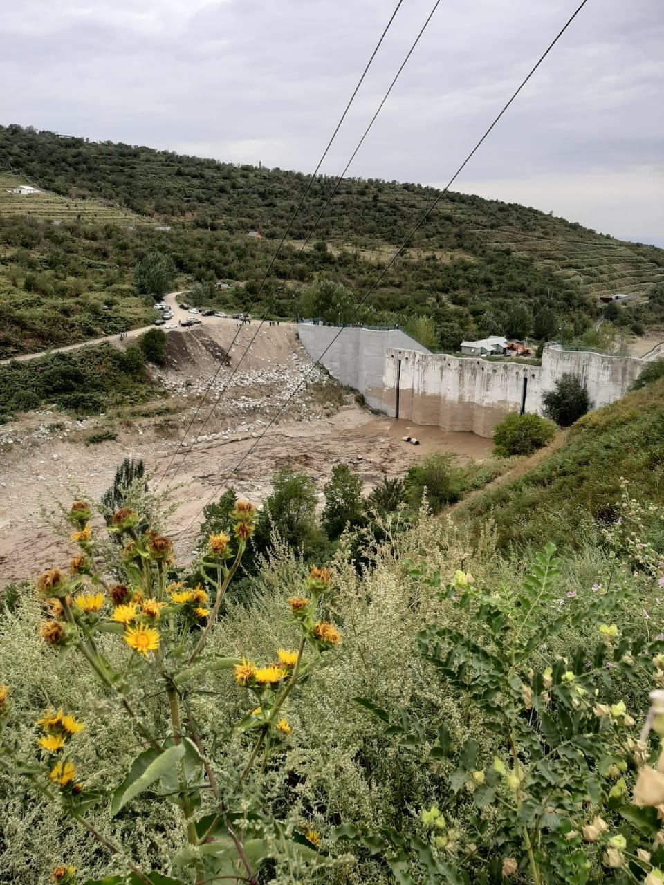 В Алматы сообщается о прорыве плотины на реке Каргалы