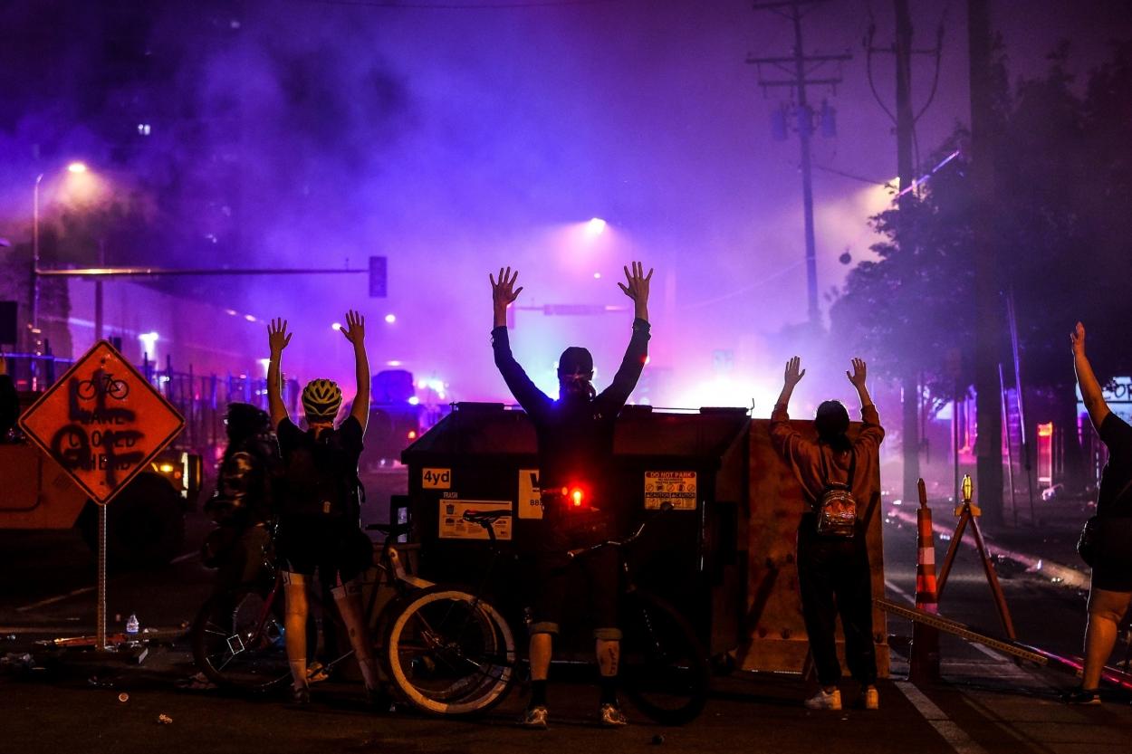 В Лос-Анджелесе объявили чрезвычайное положение