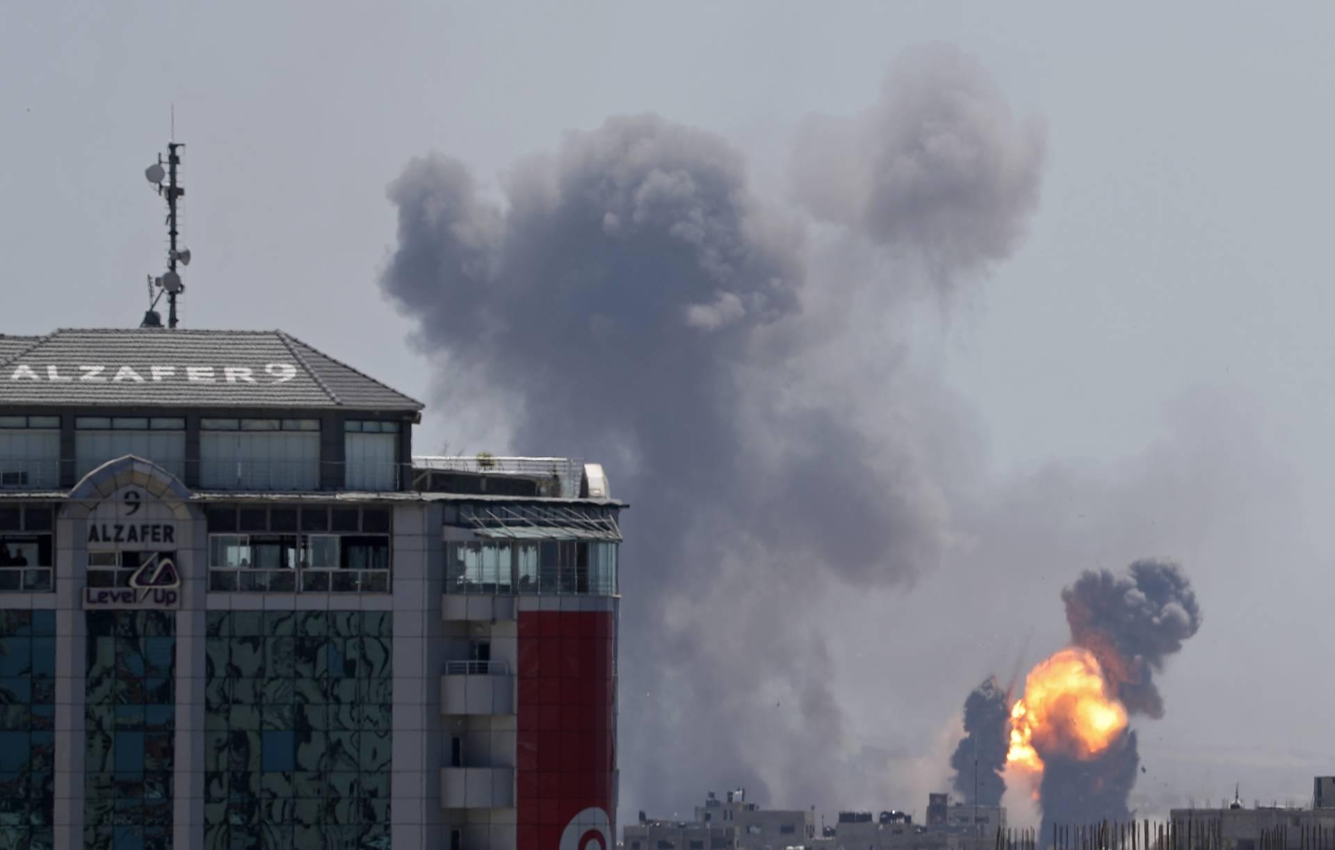 Израильская армия нанесла удар по 120 объектам в секторе Газа