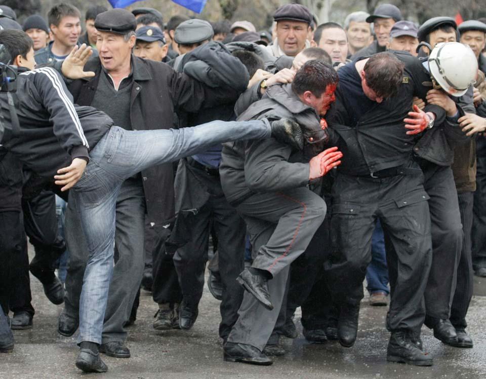 В столкновениях в Кыргызстане 7-8 августа пострадали 170 человек