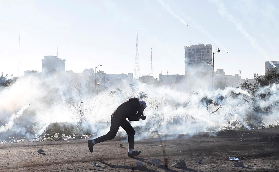 Пять палестинцев погибли и 60 ранены в столкновениях с израильскими военными на границе сектора Газа