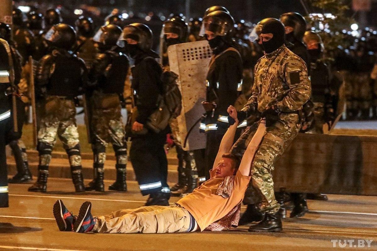 Задержанных на акциях протеста в Минске начали освобождать