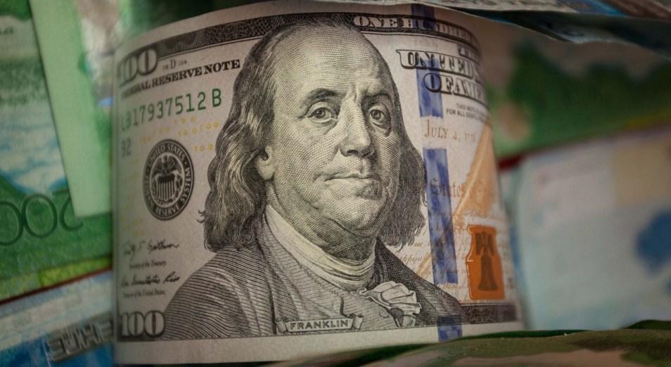 dollar-rastet-na-padenii-rublya
