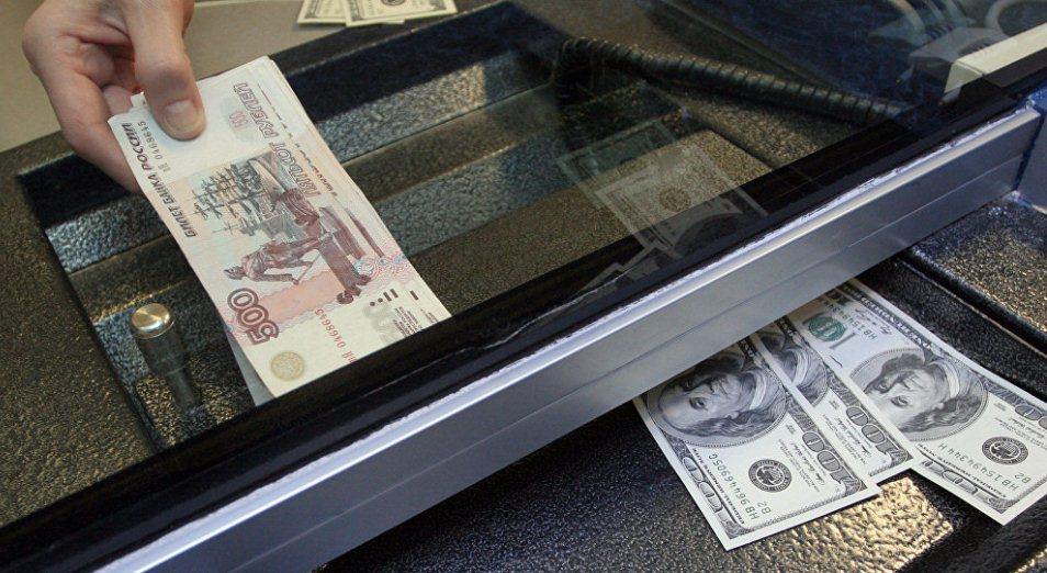Спрос на иностранную валюту обвалился в 1,5 раза