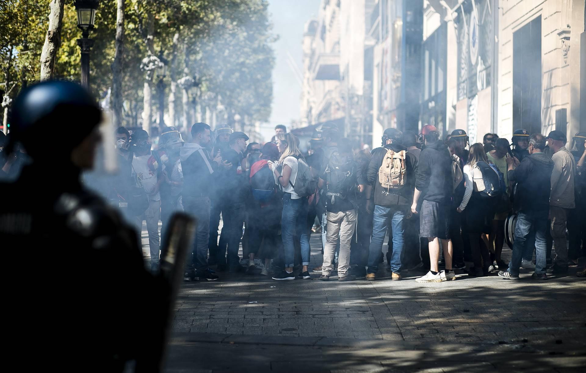 """В Париже в ходе протестов """"желтых жилетов"""" задержали 106 человек"""