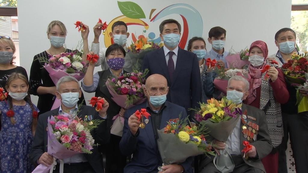 Алматыда Қала күніне орай 265 отбасыға пәтер кілттері табысталды