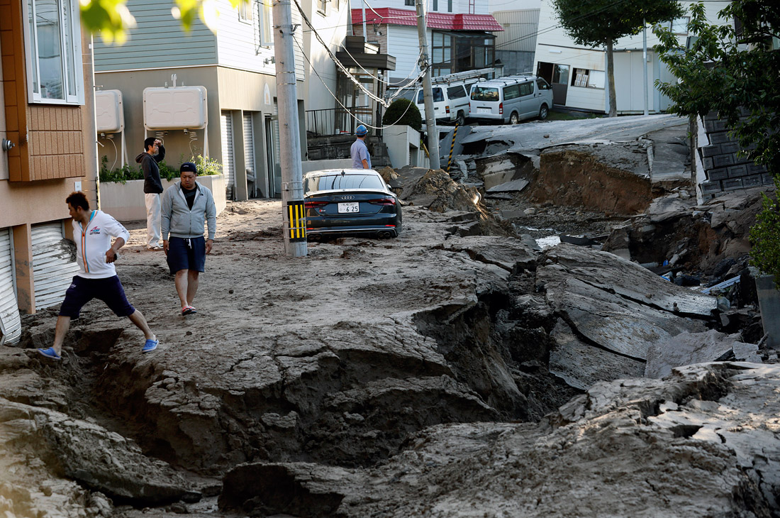 Число жертв землетрясения на японском острове Хоккайдо увеличилось до 30 человек