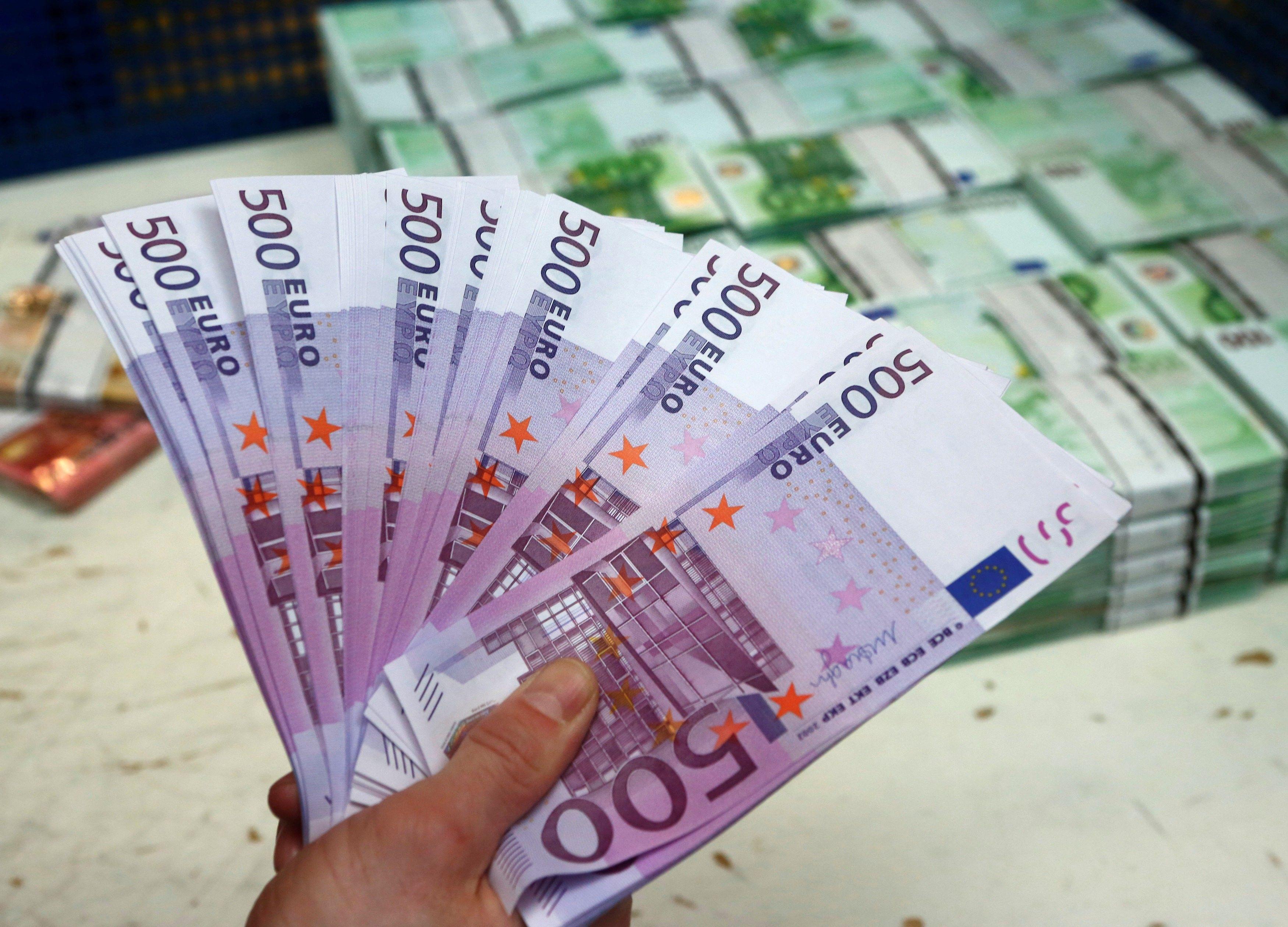 В Казахстане в ноябре «чистые» продажи евровалюты побили все рекорды