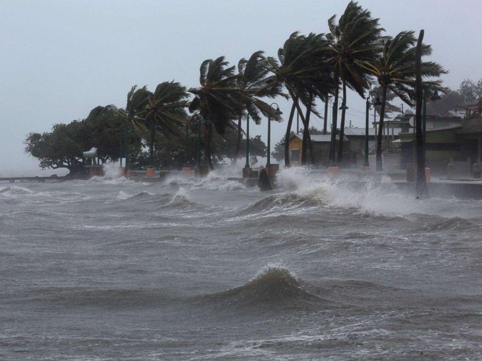 Трамп объявил чрезвычайное положение во Флориде в связи с приближением урагана «Майкл»