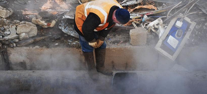 В Алматы жители района остались без тепла из-за аварии на теплотрассе