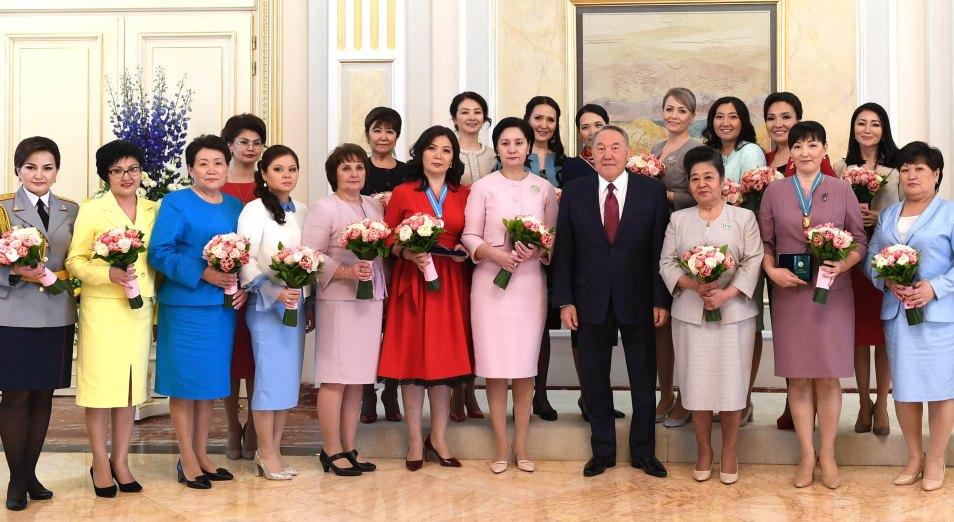 Президент встретился с представительницами женской общественности «Көктем шуағы»