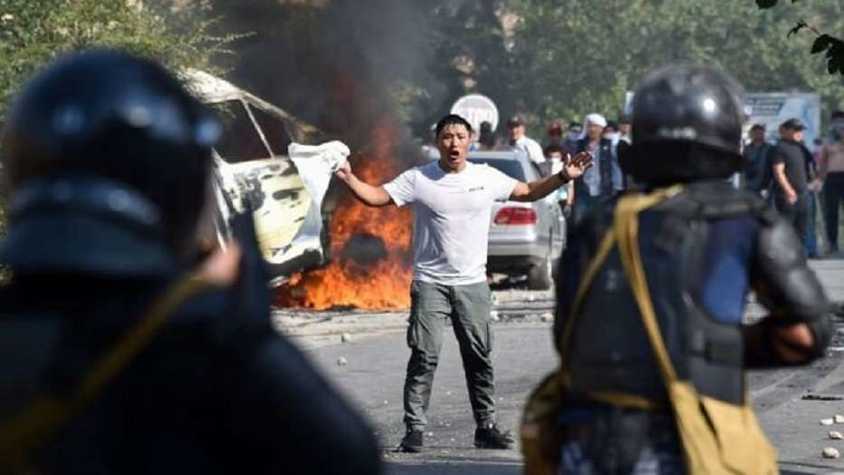 В столкновениях сторонников Атамбаева с силовиками пострадали около 140 человек