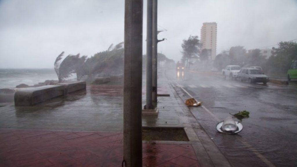 Тропический шторм «Майкл», угрожающий южному побережью США, превратился в ураган