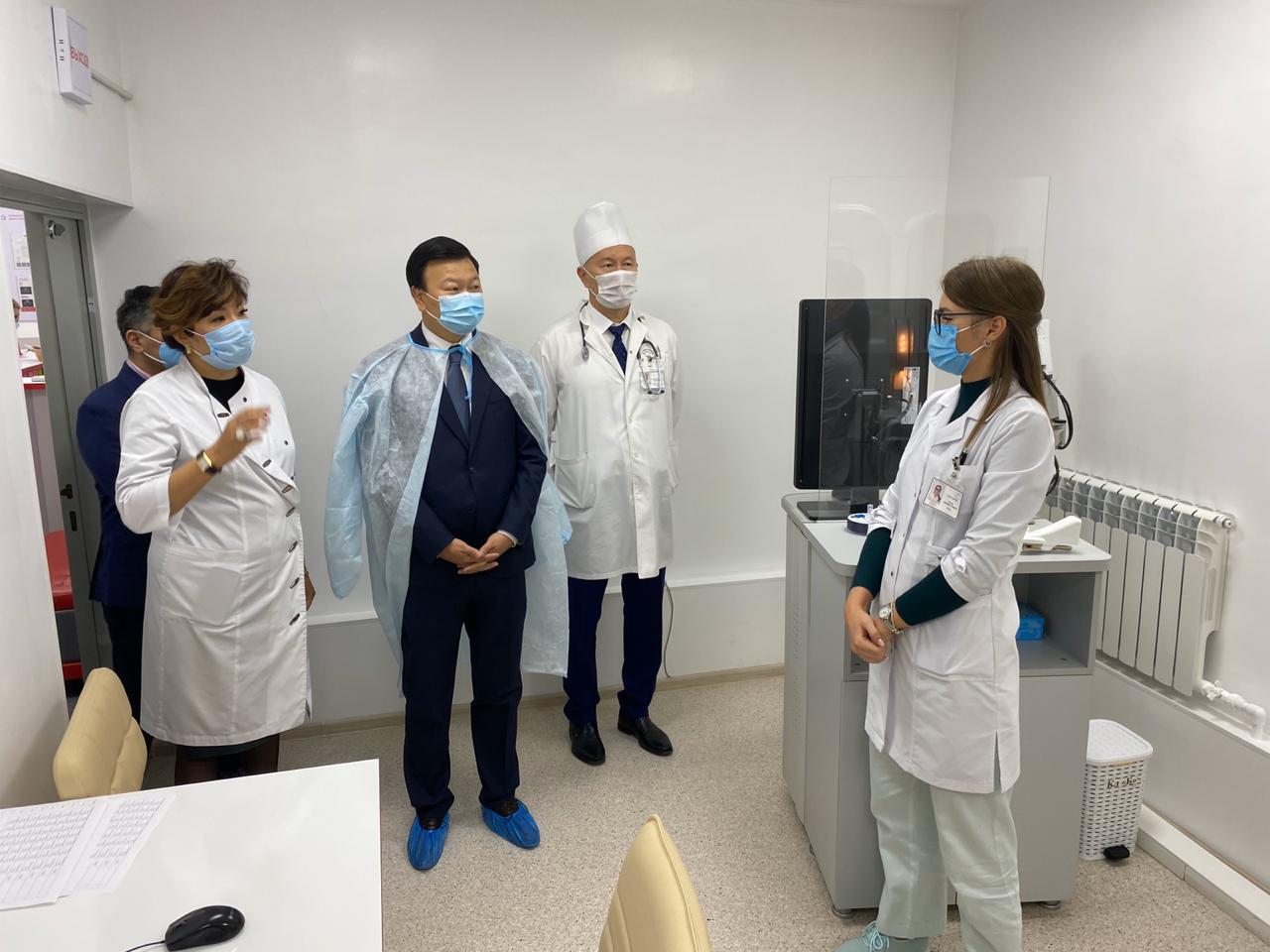 Министр здравоохранения посетил медучреждения Алматы
