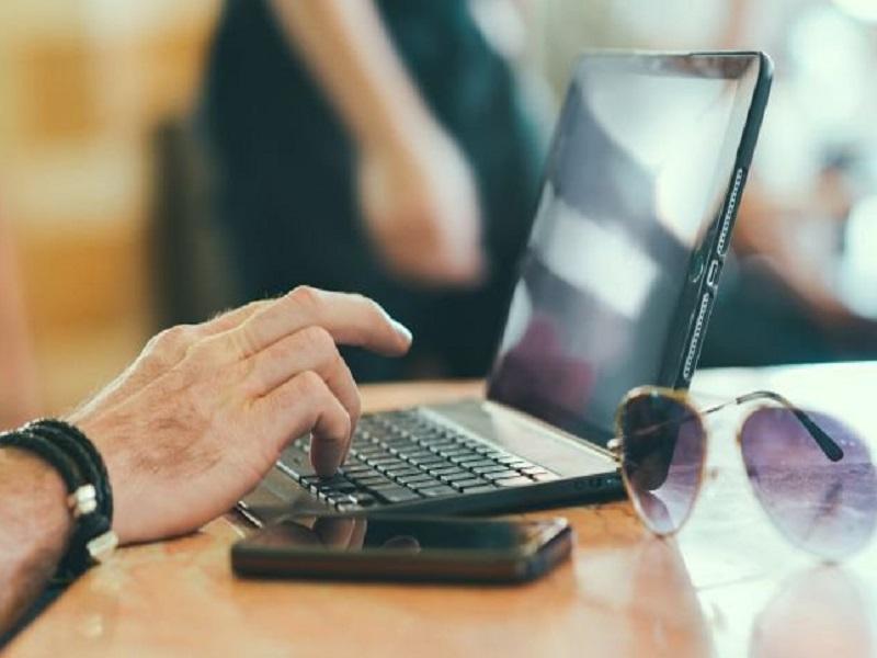 Безработного алматинца привлекут к ответственности за ложь и оскорбление в соцсети