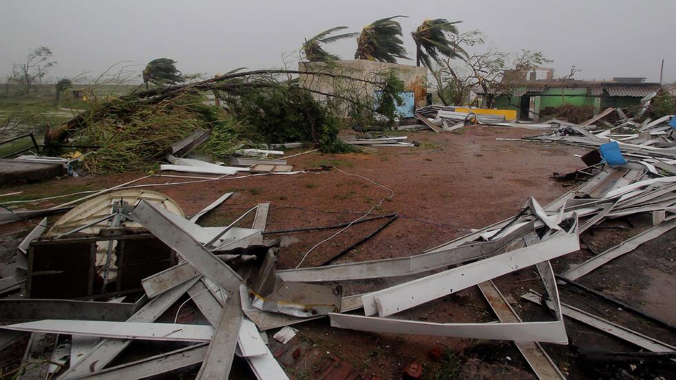 Жертвами урагана в Индии стали более 30 человек