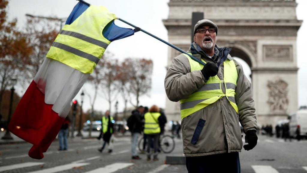 """Более 46 тыс. человек участвовали в акции """"желтых жилетов"""" во Франции"""