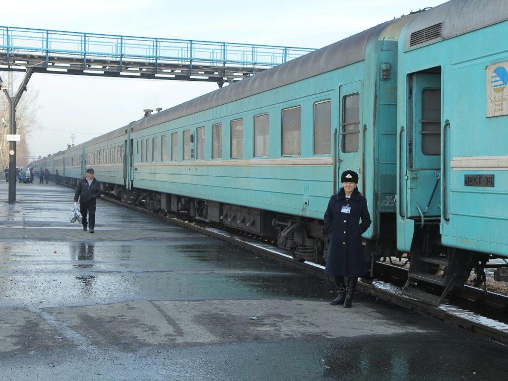 Весь железнодорожный парк задействован в перевозках, но вагонов не хватает