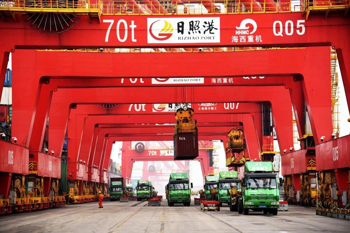 Внешняя торговля Китая за пять месяцев упала на 8% в годовом выражении
