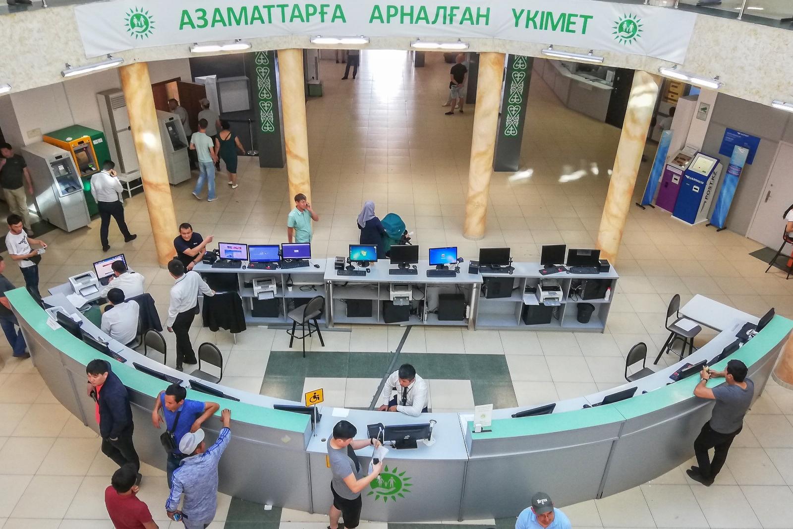 В семи областях Казахстана продлили график работы центров обслуживания населения