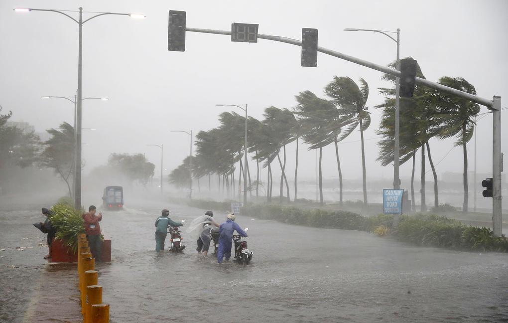 Тайфун «Мангхут» привёл к гибели двух человек на юге Китая