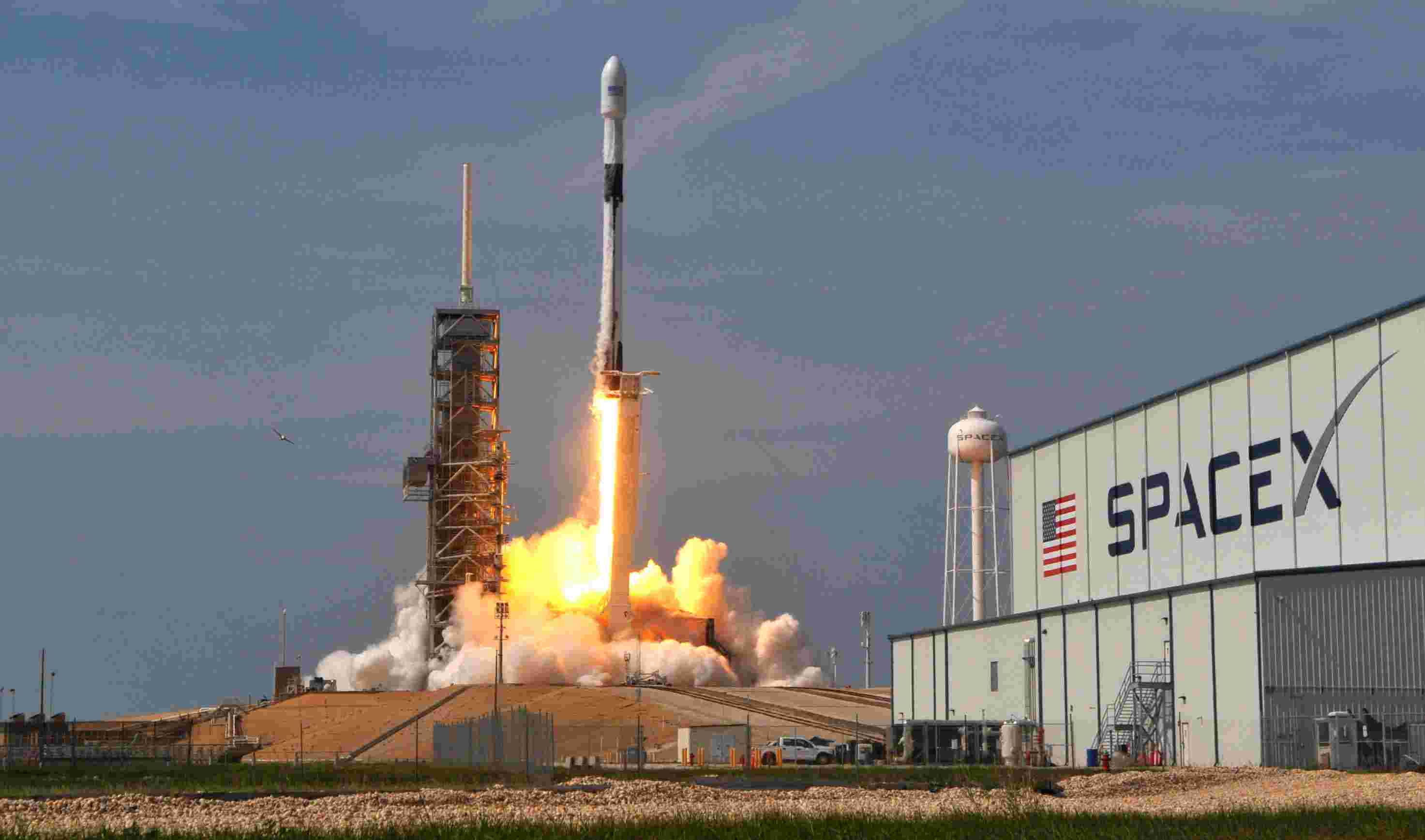 Space X запустила два казахстанских спутника