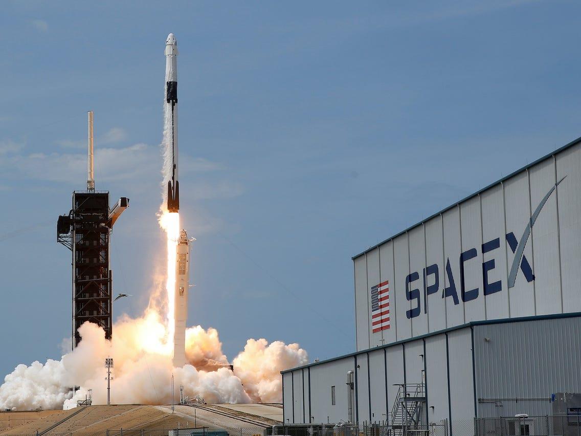 SpaceX в воскресенье запустит на орбиту новую партию из 60 интернет-спутников Starlink