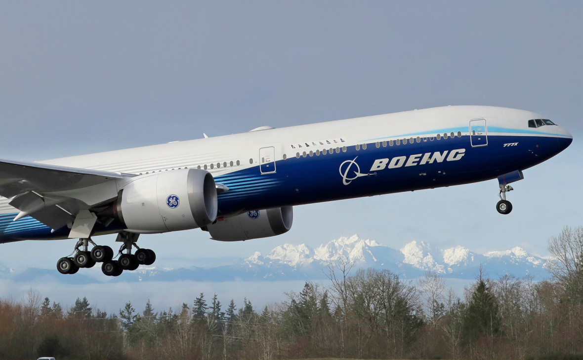 Новый лайнер Boeing 777X совершил первый полет