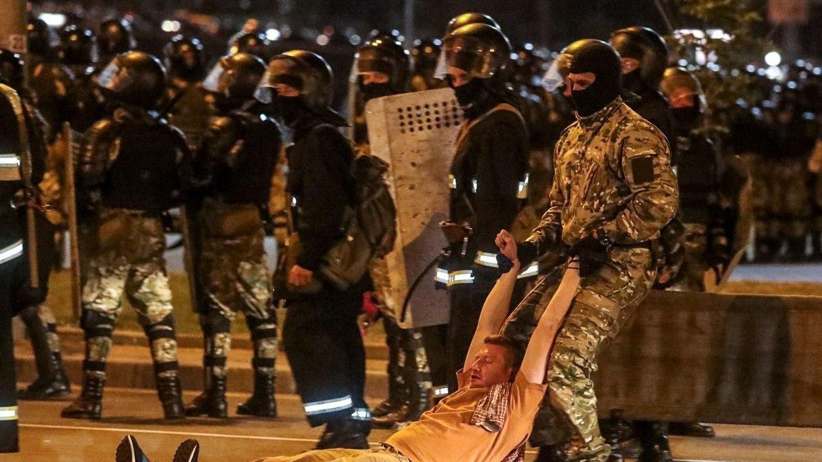 За участие в несанкционированных акциях 9 августа в Беларуси задержано около 3 тыс. человек