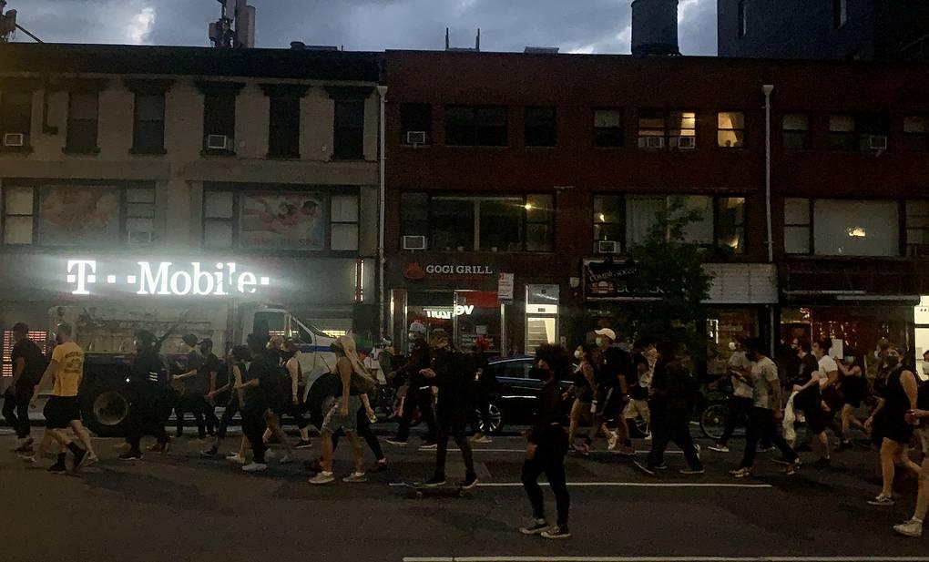 Протесты в Нью-Йорке из-за смерти афроамериканца перерастают в беспорядки