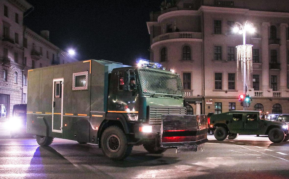 В Минск движется колонна тяжелой военной техники