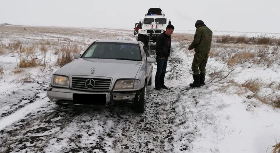 Сотрудники УЧС Темиртау спасли в степи водителя