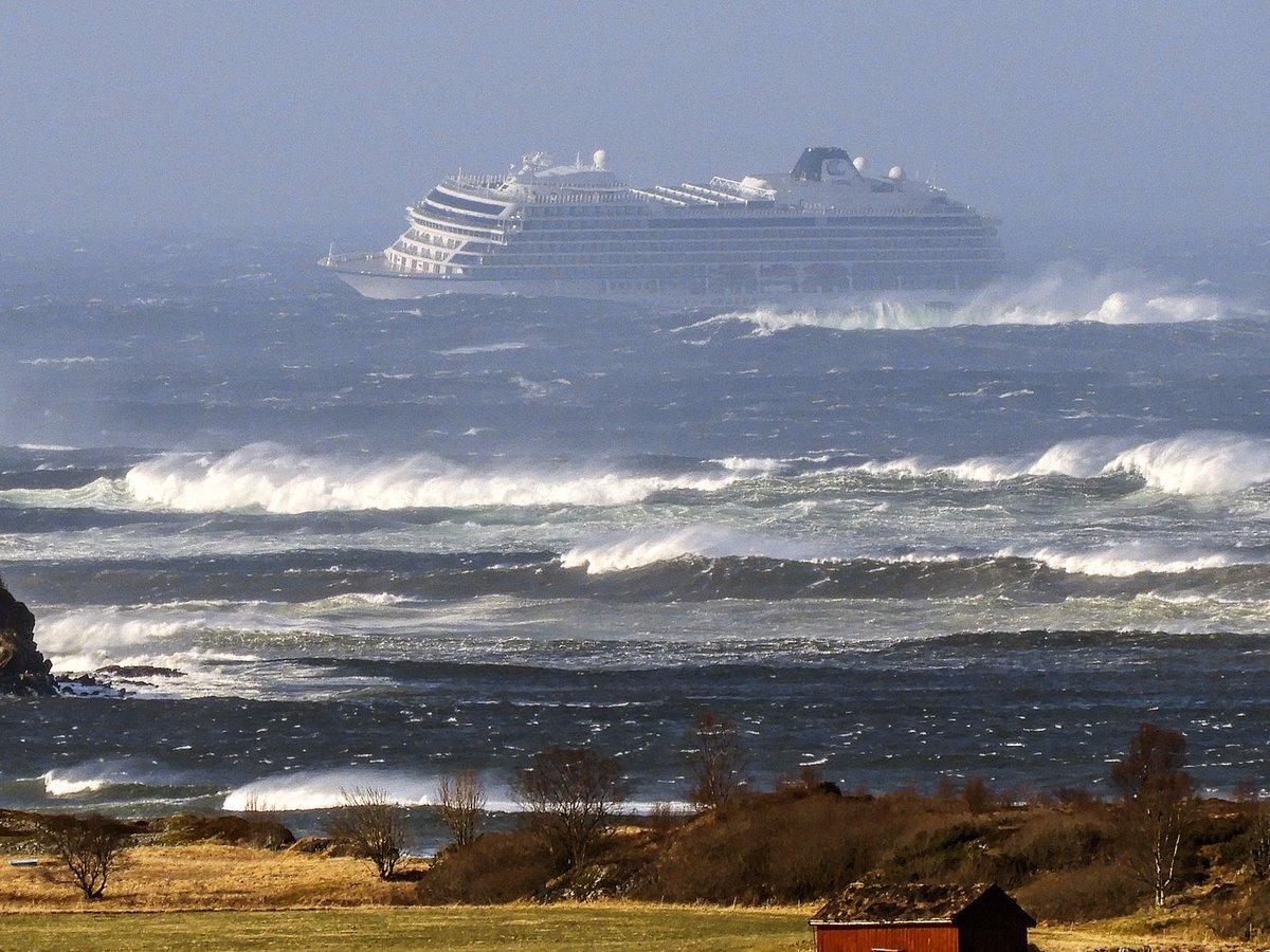 На борту терпящего в Норвегии бедствия лайнера были две казахстанки