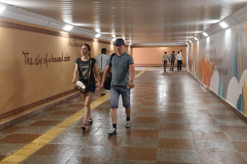 Алматинская полиция разыскивает хулигана, изрисовавшего стены в отреставрированном подземном переходе