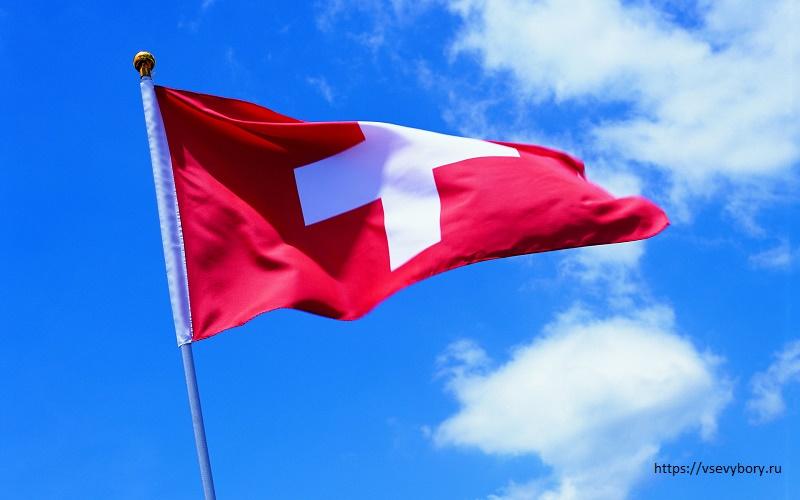 Самый большой в мире швейцарский флаг не выдержал порывов ветра