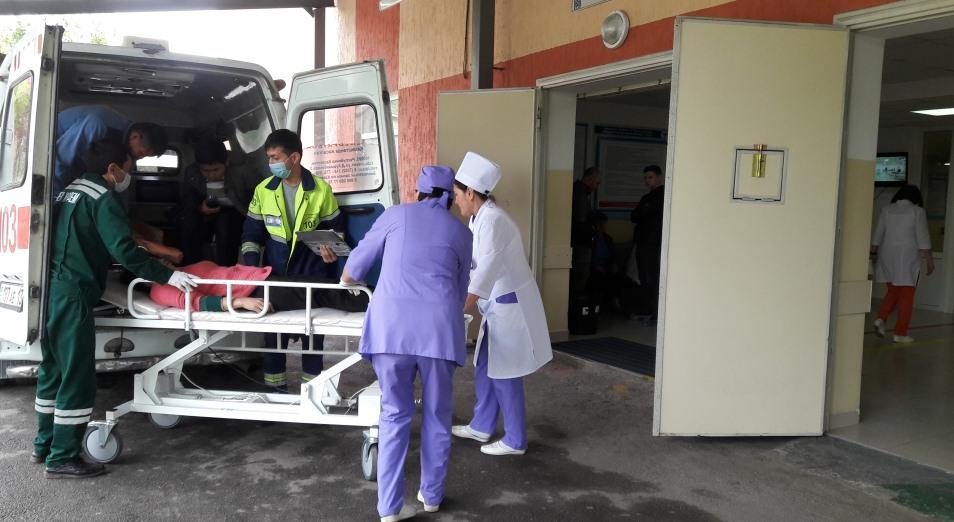 В горбольнице Шымкента брали деньги с экстренных пациентов
