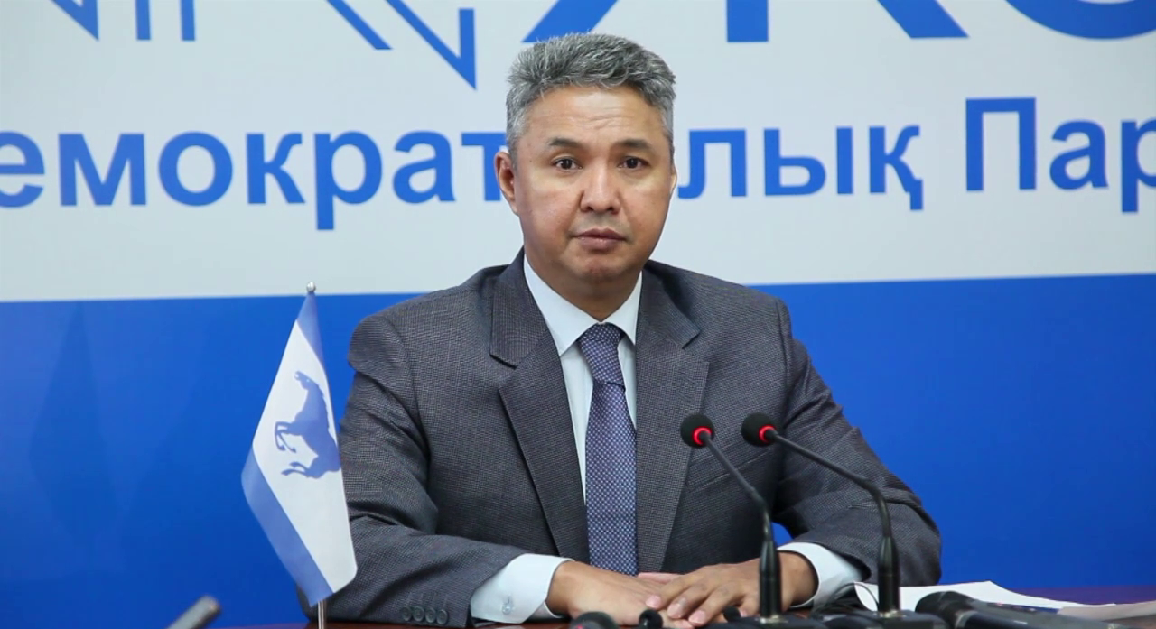 Группа депутатов просит переименовать Казахстан в Казахскую Республику