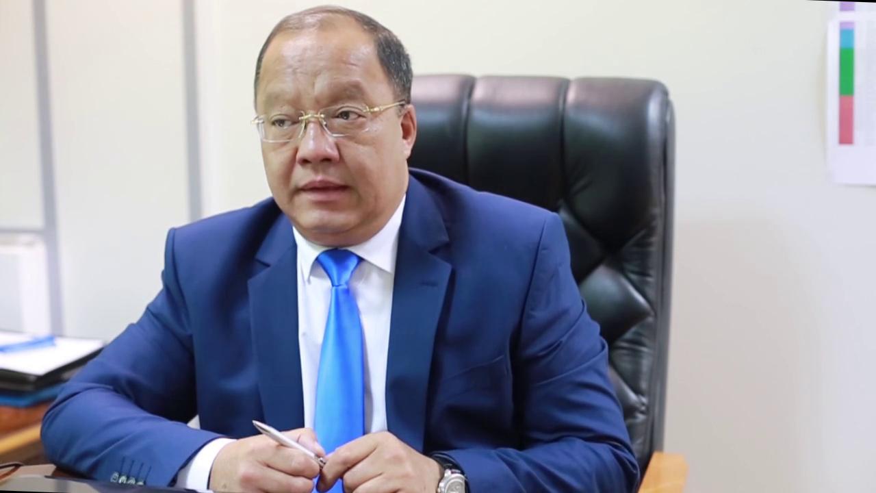 Кандидат в президенты от партии «Ауыл» Толеутай Рахимбеков сдал экзамен на знание госязыка