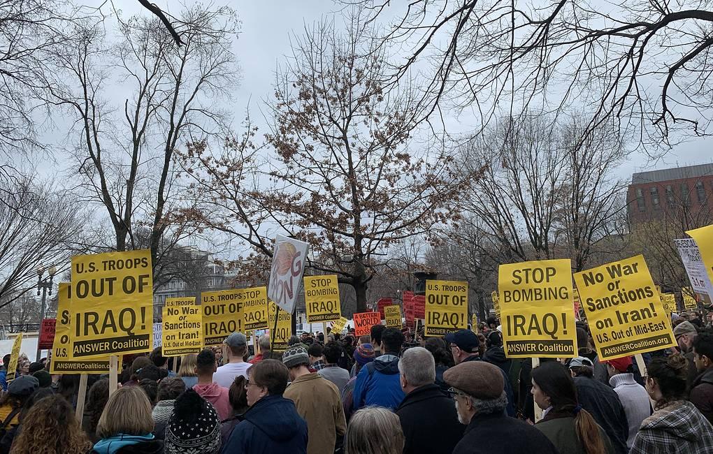 Несколько сотен человек приняли участие в демонстрации у Белого дома против войны с Ираном