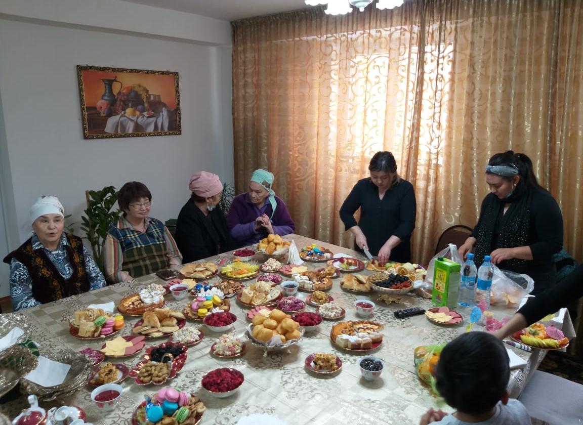 Режим ЧП: в Казахстане запретили семейные и памятные мероприятия