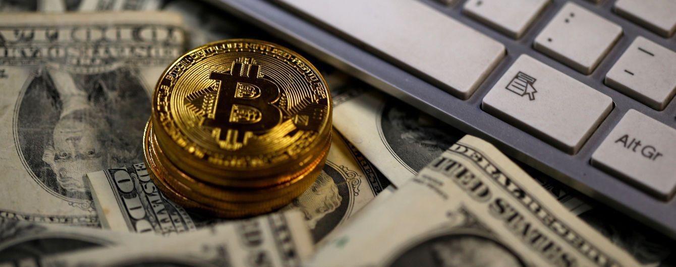 Средний курс биткоина преодолел отметку в $7 тыс.