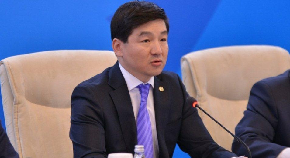 Слухи, зарплаты и «Кокжайляу»: пресс-брифинг акима Алматы