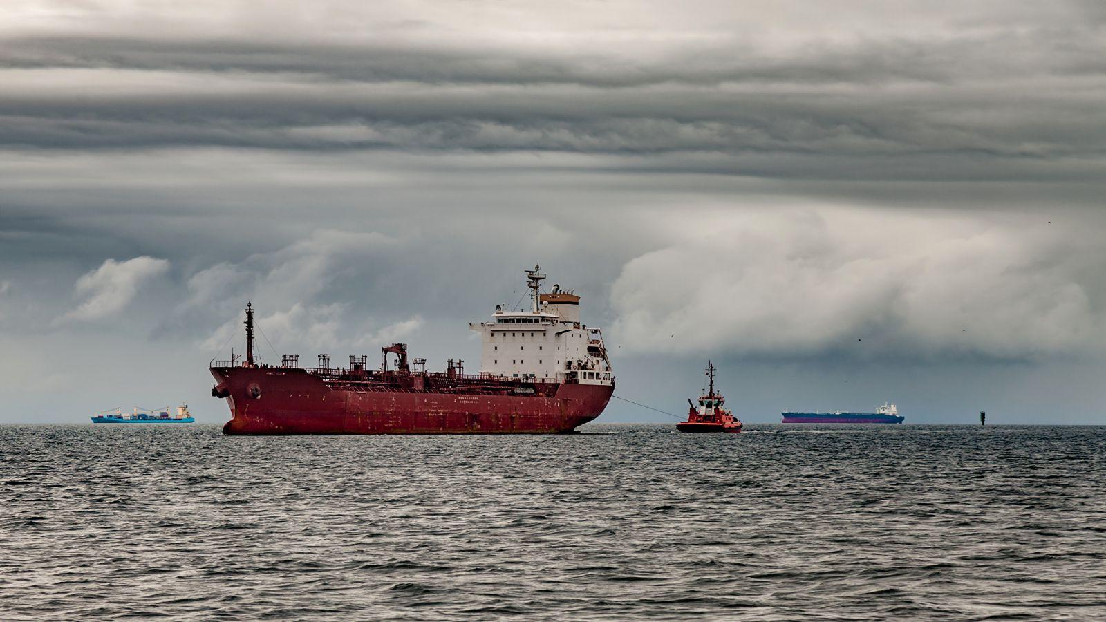 Китай скупает канадскую нефть на $50 за баррель дешевле WTI и Brent - СМИ