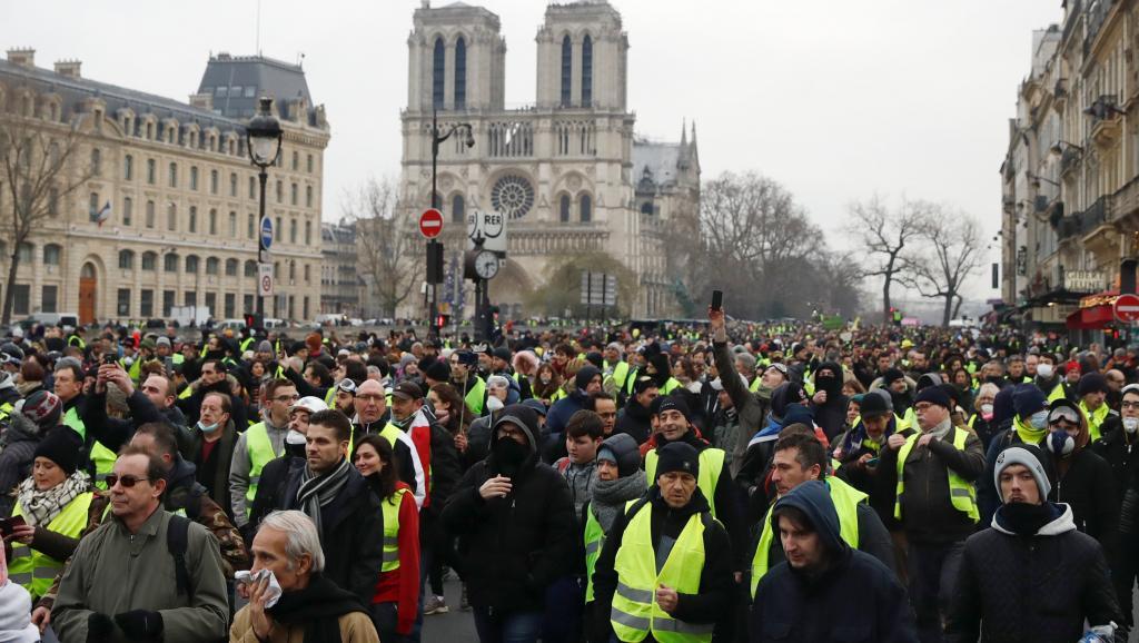 """Первый в 2019 году протест """"желтых жилетов"""" во Франции снова привел к погромам и беспорядкам"""